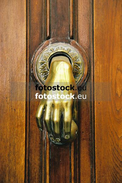 Doorknocker<br /> <br /> Aldaba<br /> <br /> T&uuml;rklopfer<br /> <br /> 1840 x 1232 px<br /> 150 dpi: 31,16 x 20,86 cm<br /> 300 dpi: 15,58 x 10,43 cm<br /> Original: 35 mm