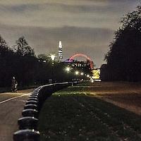 La ruota panoramica London Eye e lo Shard di Renzo Piano visti da Hyde Park.<br /> <br /> The ferry wheel London Eye and the skyscraper &quot;The Shard&quot; viewed from Hyde Park..