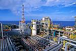 Plataforma de petróleo P40 em Macaé, Rio de Janeiro. 2002. Foto de Ricardo Azoury.