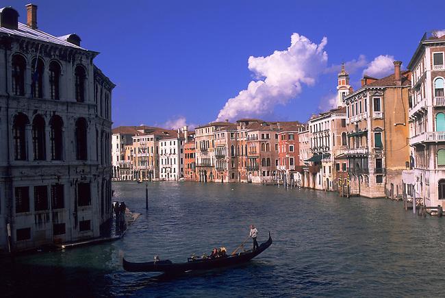 ITALY, VENICE, GRAND CANAL, GONDOLA