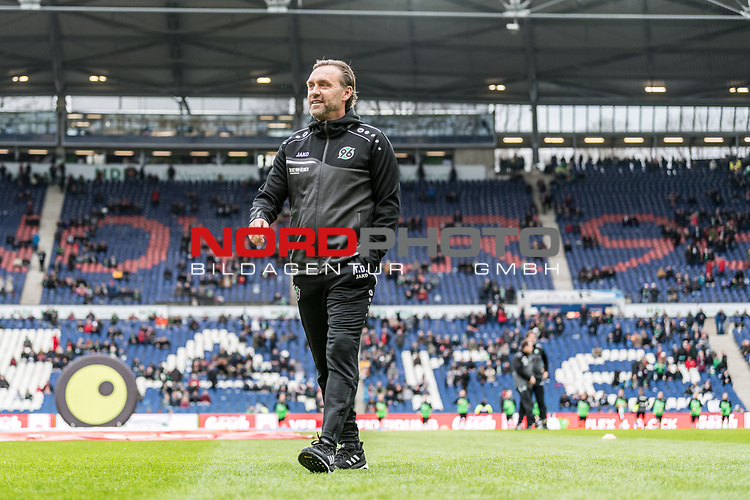 09.02.2019, HDI Arena, Hannover, GER, 1.FBL, Hannover 96 vs 1. FC Nuernberg<br /> <br /> DFL REGULATIONS PROHIBIT ANY USE OF PHOTOGRAPHS AS IMAGE SEQUENCES AND/OR QUASI-VIDEO.<br /> <br /> im Bild / picture shows<br /> Thomas Doll (Trainer Hannover 96) vor Spielbeginn auf Spielfeld, <br /> <br /> Foto © nordphoto / Ewert