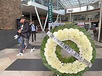Un corona funebre en honor a el príncipe de la canción, Jose Jose, quien falleciera el sábado en Miami, fue colocada en la entrada de un centro comercial de la colonia Claveria donde naciera el famoso cantante mexicano. 30sep2019 foto by Nortephoto.com.