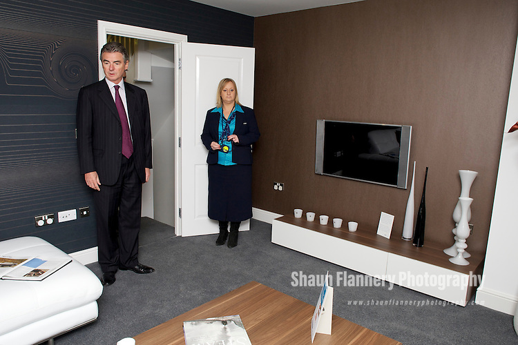 Pix: Shaun Flannery/shaunflanneryphotography.com...COPYRIGHT PICTURE>>SHAUN FLANNERY>01302-570814>>07778315553>>..14th January 2011................Miller Homes Yorkshire..Visit of Keith Miller, Chief Executive of The Miller Group to h2010, Leeds..Also pictured Jane Hankin.
