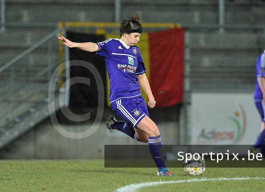 Waasland Beveren Sinaai Girls - RSC Anderlecht : Laura De Neve.foto DAVID CATRY / Nikonpro.be