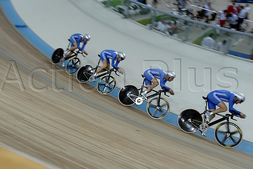 23 August 2004: The British Team of Bradley Wiggins, Paul Manning, Rob Hayles and Steve Cummings riding against Australia in the Men's Team Pursuit Final in the Olympic Velodrome. The British team won the silver medal. 2004 Olympic Games, Athens, Greece. Photo: Neil Tingle/Action Plus...040823 olympics olympic bicycle bike track cycling velodrome teamwork