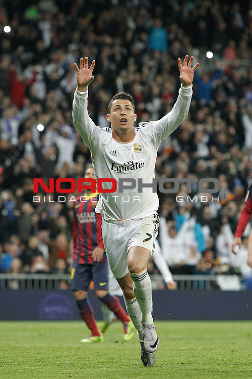 Real Madrid¬¥s Cristiano Ronaldo celebrates after scoring a goal during La Liga match in Santiago Bernabeu stadium in Madrid, Spain. March 23, 2014. Foto © nph / Victor Blanco)