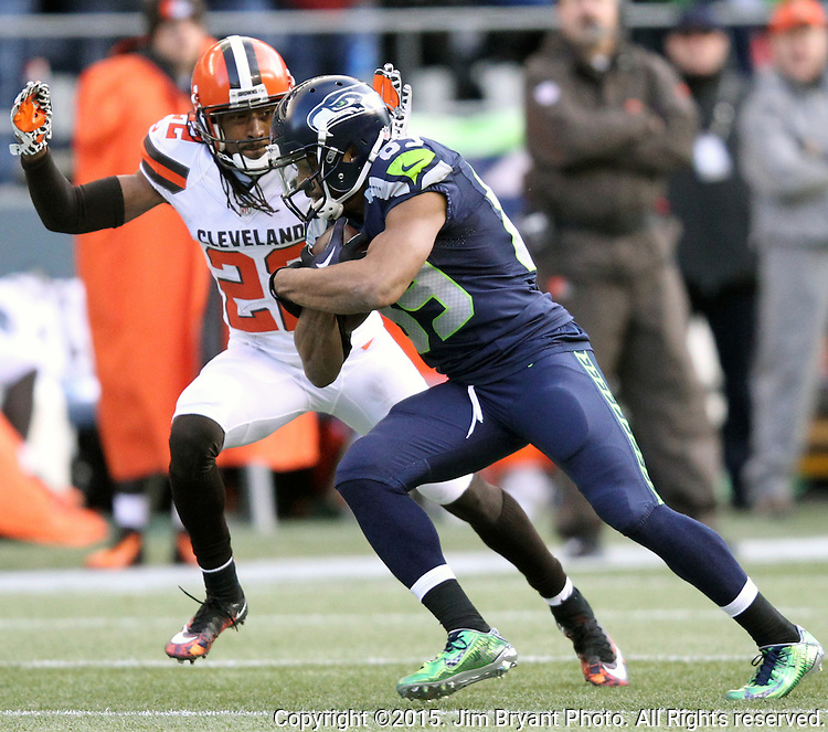 Seattle Seahawks wide receiver Doug Baldwin (89) runs past  Cleveland Browns defensive back Tramon Williams (22) at CenturyLink Field in Seattle, Washington on December 20, 2015. The Seahawks clinched their fourth straight playoff berth in four seasons by beating the Browns 30-13.  ©2015. Jim Bryant Photo. All Rights Reserved.