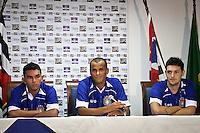 ATENÇÃO EDITOR:FOTO EMBARGADA PARA VEÍCULOS INTERNACIONAIS SÃO CAETANO,SP,22 JANEIRO 2013 APRESENTAÇÃO RIVALDO SÃO CAETANO - O jogador Rivaldo(C)  é apresentado pela diretoria do São Caetano junto com outros dois jogadores Edison Ratinho (e) e Eduardo nesta terça-feira (21), como novo reforço para a temporada 2013.FOTO ALE vIANNA - BRAZIL PHOTO PRESS