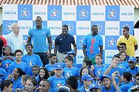 RIO DE JANEIRO, RJ, 28 DE MARCO DE 2013 - VISITA AO PROJE FUTURO OLIMPICO - O corredor jamaicano Usain Bolt apos corrida com alunos do projeto Futuro Olimpico, nesta quinta-feira, 28, na cidade do Rio de Janeiro. FOTO: SANDRO VOX/BRAZIL PHOTO PRESS