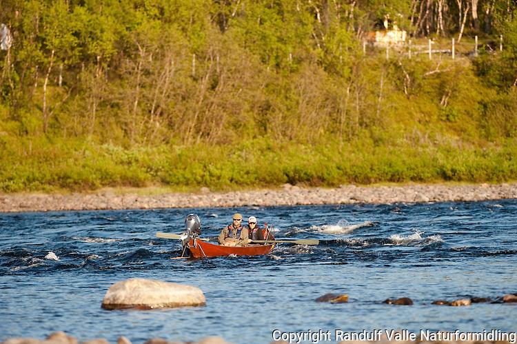 Fiske fra elvebåt i Tana ---- Fishing from river boat in Tana