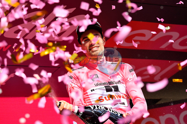 Tom Dumoulin (NED) Team Sunweb wins Stage 10 and moves into the race leaders Maglia Rosa of the 100th edition of the Giro d'Italia 2017, an individual time trial running 39.8km from Foligno to Montefalco, Italy. 16th May 2017.<br /> Picture: LaPresse/Fabio Ferrari | Cyclefile<br /> <br /> <br /> All photos usage must carry mandatory copyright credit (&copy; Cyclefile | LaPresse/Fabio Ferrari)