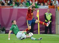 FUSSBALL  EUROPAMEISTERSCHAFT 2012   VORRUNDE Spanien - Irland                     14.06.2012 Keith Andrews (li, Irland) gegen Jordi Alba (re, Spanien)