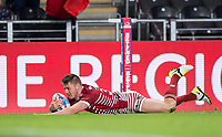 Picture by Allan McKenzie/SWpix.com - 08/09/2017 - Rugby League - Betfred Super League - The Super 8's - Hull FC v Wigan Warriors - KC Stadium, Kingston upon Hull, England - Wigan's Tom Davies dives over for a try against Hull FC.