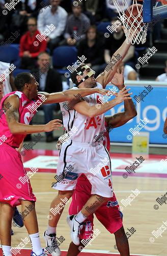 2011-10-25 / Basketbal / seizoen 2011-2012 / Antwerp Giants - Pepinster / Roel Moors scoort voor de Giants..Foto: Mpics