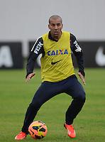 SÃO PAULO,SP, 25 Junho 2013 -  Emerson durante treino do Corinthians no CT Joaquim Grava na zona leste de Sao Paulo, onde o time se prepara  para o campeonato brasileiro. FOTO ALAN MORICI - BRAZIL FOTO PRESS