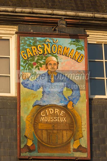 "France, Calvados (14), Côte Fleurie, Honfleur,  Enseigne d'un bar restaurant ""Au gars Normand""  //   France, Calvados, Côte Fleurie, Honfleur,  teaches a restaurant bar: ""Au gars Normand"""