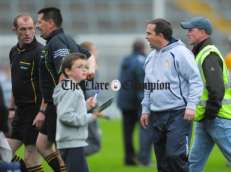 Clare manager Davy Fitzgerald has a word for referee Brian Gavin following the All-Ireland senior championship qualifier phase 3 loss to Limerick at Semple Stadium. Photograph by John Kelly.