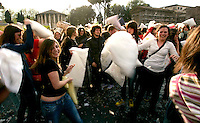 Battaglia dei cuscini a Roma, 17 aprile 2011..People attend a pillow fight in Rome, 17 april 2011..UPDATE IMAGES PRESS/Riccardo De Luca