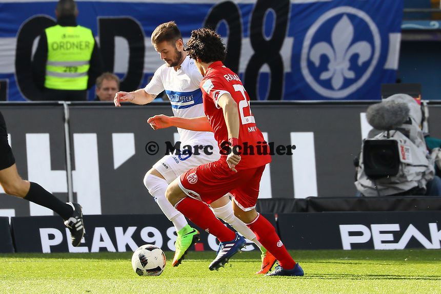 Marcel Heller (SV Darmstadt 98) gegen Andre Ramalho (1. FSV Mainz 05)- 11.03.2017: SV Darmstadt 98 vs. 1. FSV Mainz 05, Johnny Heimes Stadion am Boellenfalltor