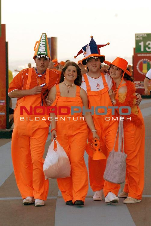 Europameisterschaft 2004 Portugal<br /> <br /> Deutschland - Niederlande<br /> <br /> Holl&scaron;ndische Fans vor dem Spiel <br /> <br /> Foto &copy; nordphoto<br /> <br /> <br /> <br /> <br /> <br /> <br /> <br />  *** Local Caption *** Foto ist honorarpflichtig! zzgl. gesetzl. MwSt.<br /> <br />  Belegexemplar erforderlich<br /> <br /> Adresse: nordphoto<br /> <br /> Georg-Reinke-Strasse 1<br /> <br /> 49377 Vechta<br /> <br /> Telefon: 04441-89400 / Fax: 04441-894022