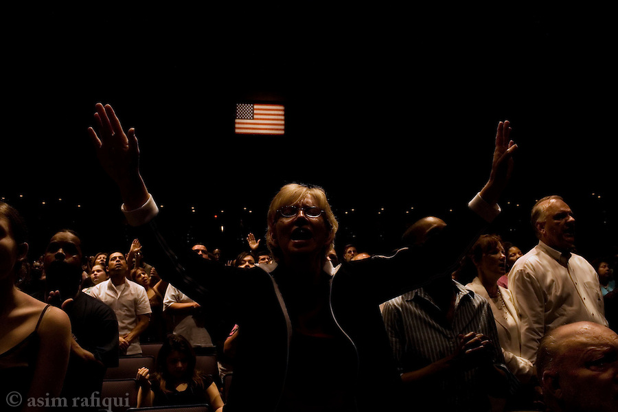 Worshippers at an afternoon service at the word's largest church - Joel Oelsteen's Lakewood Church<br />