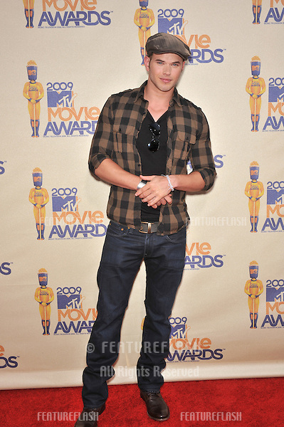 Kellan Lutz at the 2009 MTV Movie Awards at Universal Studios Hollywood..May 31, 2009  Los Angeles, CA.Picture: Paul Smith / Featureflash