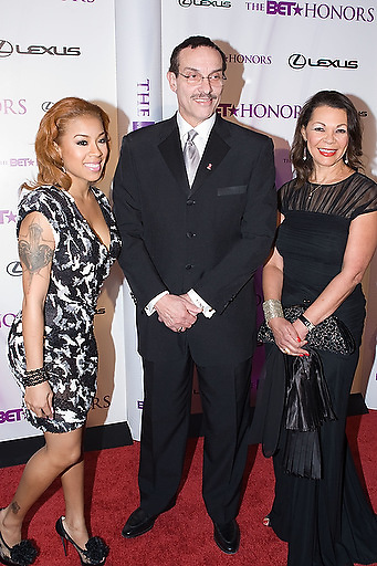 Slug: 2011 BET Honors.Date: 01-16-2011.Photographer: Mark Finkenstaedt.Location:  Wagner Theater, Washington DC.Caption:  2010 BET Honors - Wagner Theater Washington DC.Keyshia Cole  with D.C. Mayor Vincent Gray.