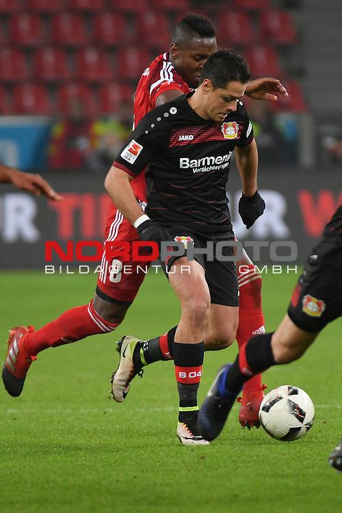 18.12.2016, BayArena, Leverkusen , GER, 1.FBL., Bayer Leverkusen 04 vs. FC Ingolstadt <br /> <br /> im Bild / picture shows: <br /> &bdquo;Chicharito&ldquo; Javier Hernandez (Leverkusen #7),  gegen De Oliveira Bernardo (FC Ingolstadt #8),<br /> <br /> <br /> <br /> Foto &copy; nordphoto / Meuter