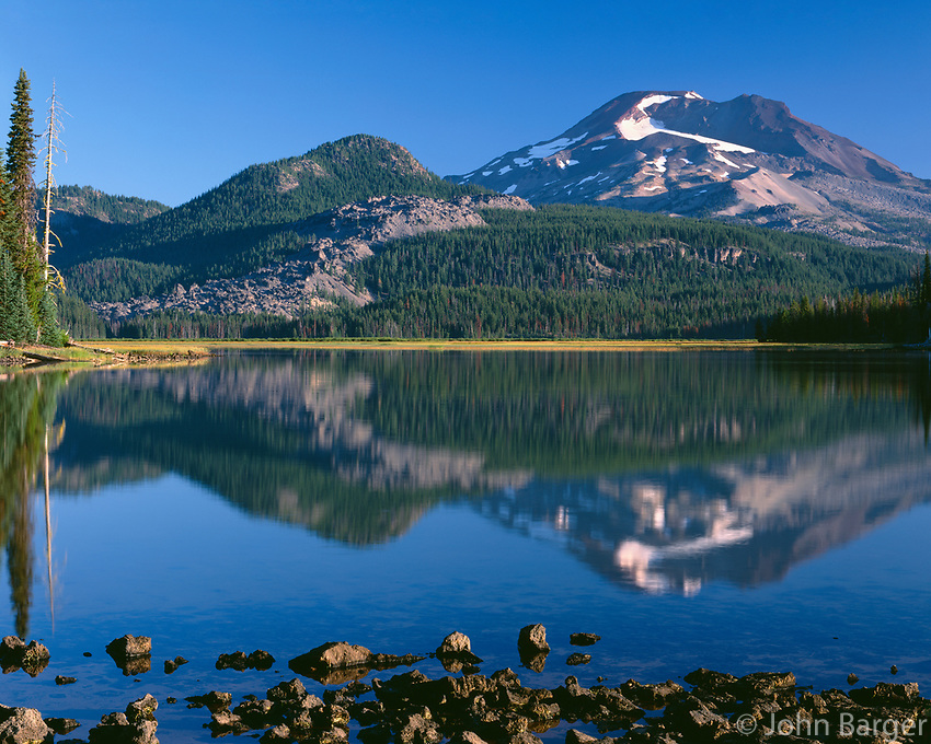 ORCAC_172 - USA, Oregon, Deschutes National Forest, South Sister reflects in Sparks Lake in early morning.