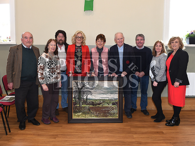 Shane Connaughton presents a copy of a painting by local artist Simon Coleman to Noel Heeney Chairperson and Courthouse Committee members JIm Curley, Ann Finger, Peter Clarke, Sharon Keoghan, Liz Lynch, Frank Andrews, Janet Rooney and Lorraine Cunningham. Photo:Colin Bell/pressphotos.ie