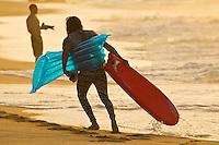 North Shore/Oahu/Hawaii (Monday, November 21, 2011) Matt Wilkinson (AUS). – Free surfing at Off The Wall,  North Shore.. Photo: joliphotos.com