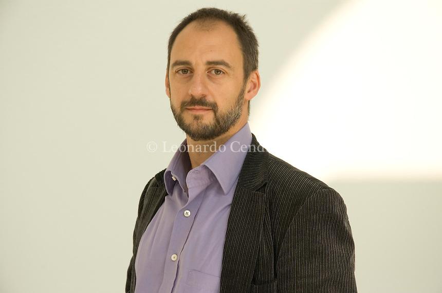 2005, ANTONIO OREJUD WRITER, E. © LEONARDO CENDAMO/GRAZIANERI