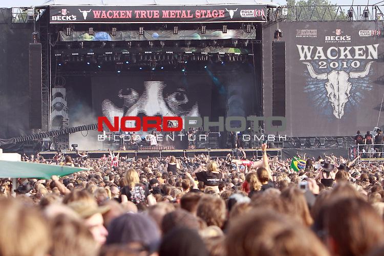 05.08.2010, Wacken Open Air 2010, Wacken, GER, 1.Tag beim 21.Heavy Metal Festival 75.000 Fans feiern und trinken ausgelassen, Foto © nph / Kohring