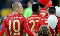 FUSSBALL   1. BUNDESLIGA   SAISON 2011/2012   30. SPIELTAG Borussia Dortmund - FC Bayern Muenchen            11.04.2012 Arjen Robben (FC Bayern Muenchen) beim Auflaufen ins Stadion