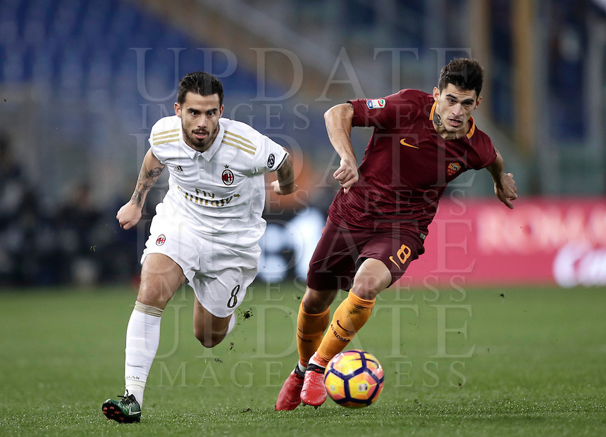 Calcio, Serie A: Roma vs Milan. Roma, stadio Olimpico, 12 dicembre 2016.<br /> Roma's Diego Perotti, right, is chased by Milan's Suso during the Italian Serie A football match between Roma and AC Milan at Rome's Olympic stadium, 12 December 2016.<br /> UPDATE IMAGES PRESS/Isabella Bonotto
