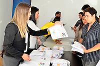 BRASÍLIA, DF, 14.05.2014 – BRASÍLIA SEM FRONTEIRAS – Entrega dos kits do Brasília sem fronteiras, no Estádio Nacional Mané Garrincha, na manhã desta quarta-feira, 14. (Foto: Ricardo Botelho / Brazil Photo Press).