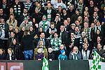 V&auml;ster&aring;s 2014-03-08 Bandy SM-semifinal 4 V&auml;ster&aring;s SK - Hammarby IF :  <br /> V&auml;ster&aring;s supportrar sjunger under matchen<br /> (Foto: Kenta J&ouml;nsson) Nyckelord:  VSK Bajen HIF supporter fans publik supporters glad gl&auml;dje lycka leende ler le