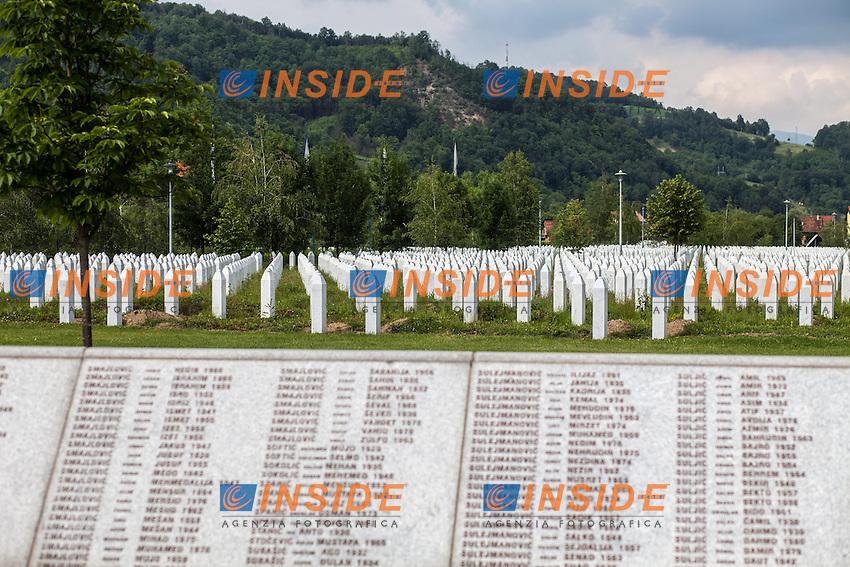 07.06.2013, Memorial Centre, Potocari, BIH, Massaker von Srebrenica, Potocari, im Bild im Vordergrund die Gedenktafeln, dahinter die Grabsteine der Opfer. Das Massaker von Srebrenica gilt als eines der schlimmsten seit dem 2. Weltkrieg. Serbische Soldaten unter den Kommando von General Mladic, töteten mehr als 8.000 Menschen, vorwiegend Muslime. // in the foreground the plaques behind the grave stones of the victims. Serb forces slaughtered around 8,000 Muslim men and boys in the overwhelmingly Muslim Bosnian town in 1995, Europe's worst atrocity since World War Two. Memorial Centre Potocari, Screbrenica, Bosnia and Herzegovina on 2013/06/07. EXPA Pictures © 2013, PhotoCredit: EXPA/ Juergen Feichter