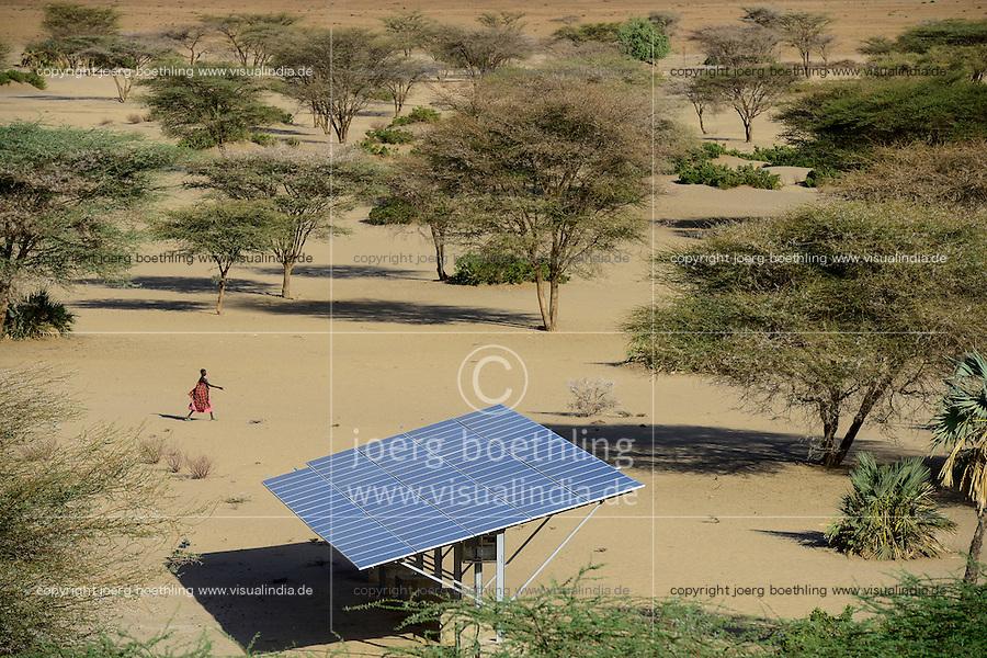 KENYA, Lodwar, NAPUU drip irrigation scheme by the county government, the water is pumped by solar powered pump / KENIA Turkana, Lodwar, Solaranlage fuer Betrieb einer Wasserpumpe fuer eine 30 ha Farm mit Troepfchenbewaesserung