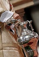 Un prete versa olio santo in un'anfora durante la Messa del Crisma in occasione del Giovedi' Santo celebrata da  Papa Francesco nella Basilica di San Pietro, Citta' del Vaticano, 24 marzo 2016.<br /> A priest pours holy oil in an anphora during the Holy Thursday Chrism mass celebrated by Pope Francis in St. Peter's Basilica at the Vatican, 24 March 2016.<br /> UPDATE IMAGES PRESS/Isabella Bonotto<br /> <br /> STRICTLY ONLY FOR EDITORIAL USE