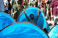 Roma 6 Settembre 2011.Manifestazione del sindacato  Usb con i comitati di base contro la manovra del governo Berlusconi..Le tende  per il presidio permanente