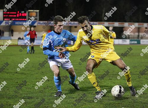 2014-02-01 / voetbal / Seizoen 2013-2014 / KV Turnhout - La Calamine / Jasper Sols (l.Turnhout) in duel met Christophe Martin.<br /><br />Foto: mpics.be