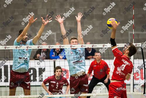2013-11-23 / Volleybal/ Seizoen 2013-2014 / Bekerwedstrijd / Duvel Puurs- Precura Antwerpen / Bas Van Bemmelen en Seppe Baetens (Antwerpen) met het block op een smash van Dennis Deroey (Puurs) <br /><br />Foto: Mpics.be