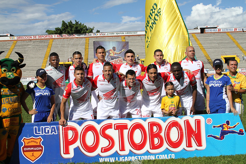 NEIVA -COLOMBIA-2-06-2013 : Formación del equipo Independiente Santa Fe  ante el Atlético Huila  en el estadio de Neiva, Guillermo Plazas Alcid ,junio  2  de 2013. la  fecha número Diez y ocho  de la Liga Postobon I.  : Training Independiente Santa Fe team against Atletico Huila Neiva Stadium, Guillermo Plazas Alcid, June 2, 2013. date Eighteen number of  postobon League I.(Foto: VizzorImage / Felipe Caicedo / Staff). (Photo: VizzorImage / Felipe Caicedo / Staff)
