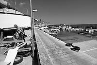 Castro Marina - Salento - Puglia - Porto di Castro Marina. Pescatore prapara la barca per la nuova stagione.