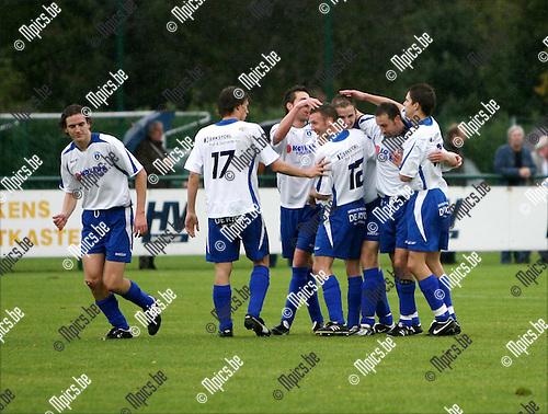 2008-10-05 / Voetbal / KSK Heist - K Lyra TSV / Vreugde bij de spelers van Heist na het 0-2 doelpunt van Jan Hendrickx (3de van rechts)..Foto: Maarten Straetemans (SMB)
