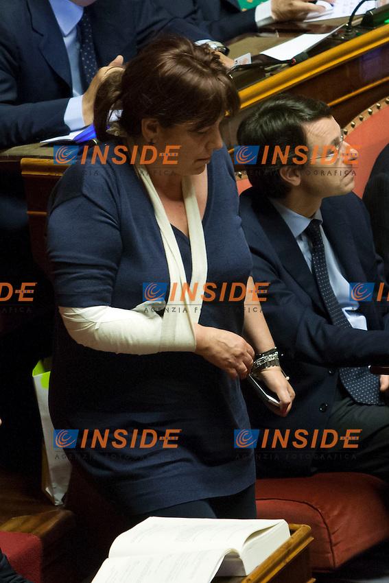 La senatrice Laura Bianconi, che ieri si &egrave; ferita ad un braccio, con il braccio fasciato<br /> Roma 01-08-2014  Senato. Discussione sul DdL Riforme costituzionali che prevede anche la riforma del Senato. <br /> Photo Samantha Zucchi Insidefoto