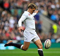 Twickenham, England. Toby Flood of England in action during the QBE Internationals England v Fiji at Twickenham Stadium on 10 November. Twickenham, England, 2012