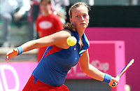 La ceca Petra Kvitova in azione contro l'italiana Flavia Pennetta durante il loro incontro valevole per le semifinali di Fed Cup di tennis a Roma, 25 aprile 2010..Czech Republic's Petra Kvitova returns the ball to Italy's Flavia Pennetta during their Fed Cup semifinal tennis match in Rome, 25 april 2010..UPDATE IMAGES PRESS/Riccardo De Luca