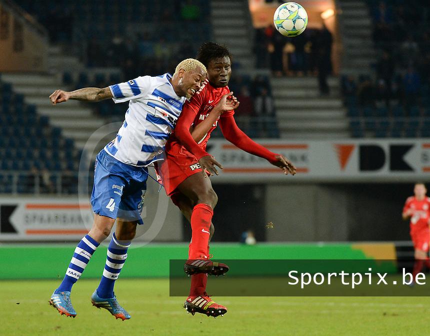 AA Gent - KV Kortrijk : kopduel tussen Elimane Coulibaly (rechts) en Valery Nahayo (links)<br /> foto VDB / Bart Vandenbroucke